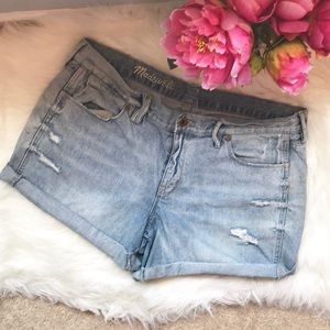 Madewell light wash distressed rolled jeans shorts